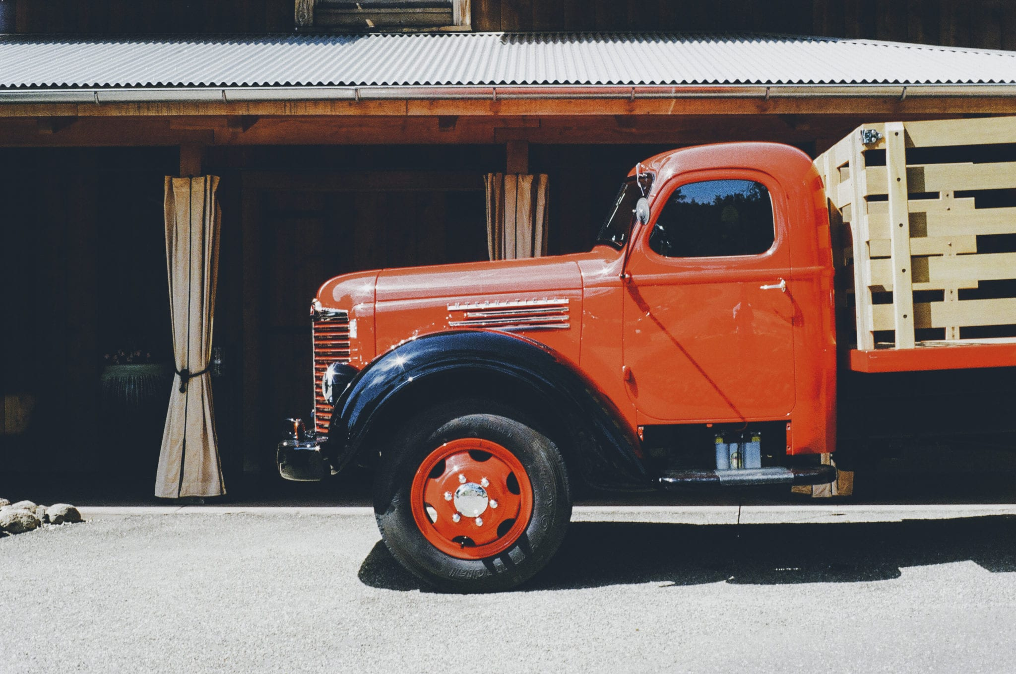 Labeled for reuse: https://static.pexels.com/photos/2832/vehicle-vintage-old-truck.jpg