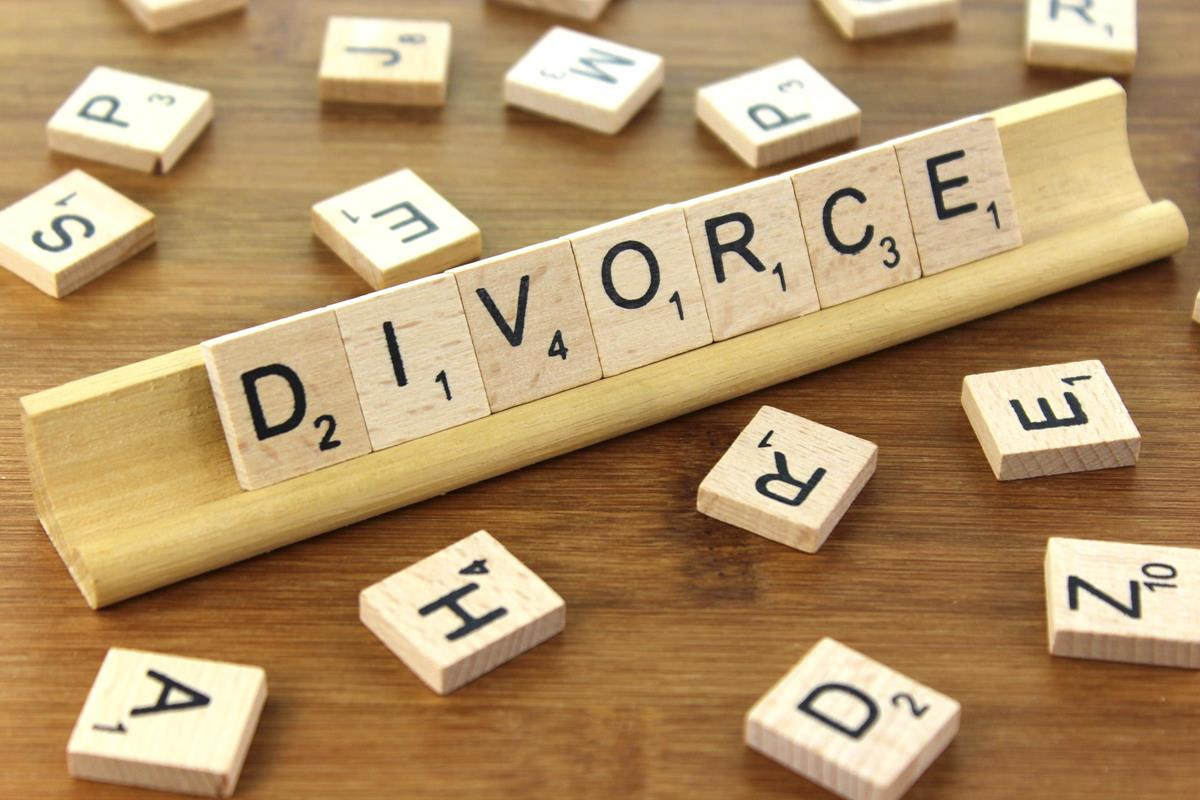 Courtesy of The Blue Diamond Gallery, labeled for reuse: http://www.thebluediamondgallery.com/scrabble/images/divorce.jpg